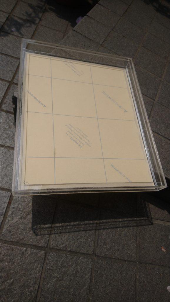 アクリル箱、内側に磁石で止めるための形状